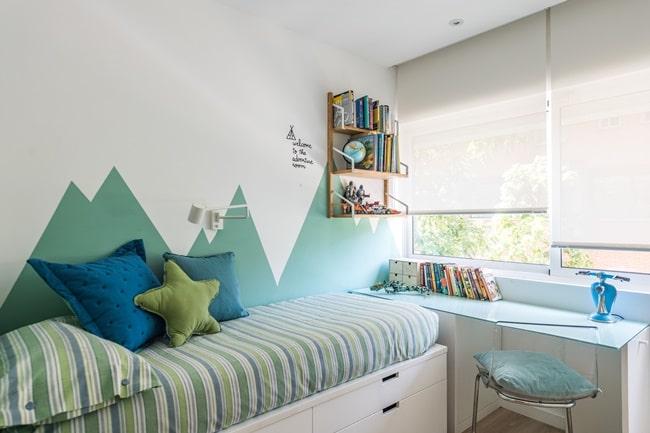 Dormitorio infantil en un cautivador dúplex urbano