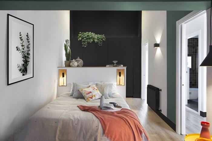 Una pared en negro en el dormitorio